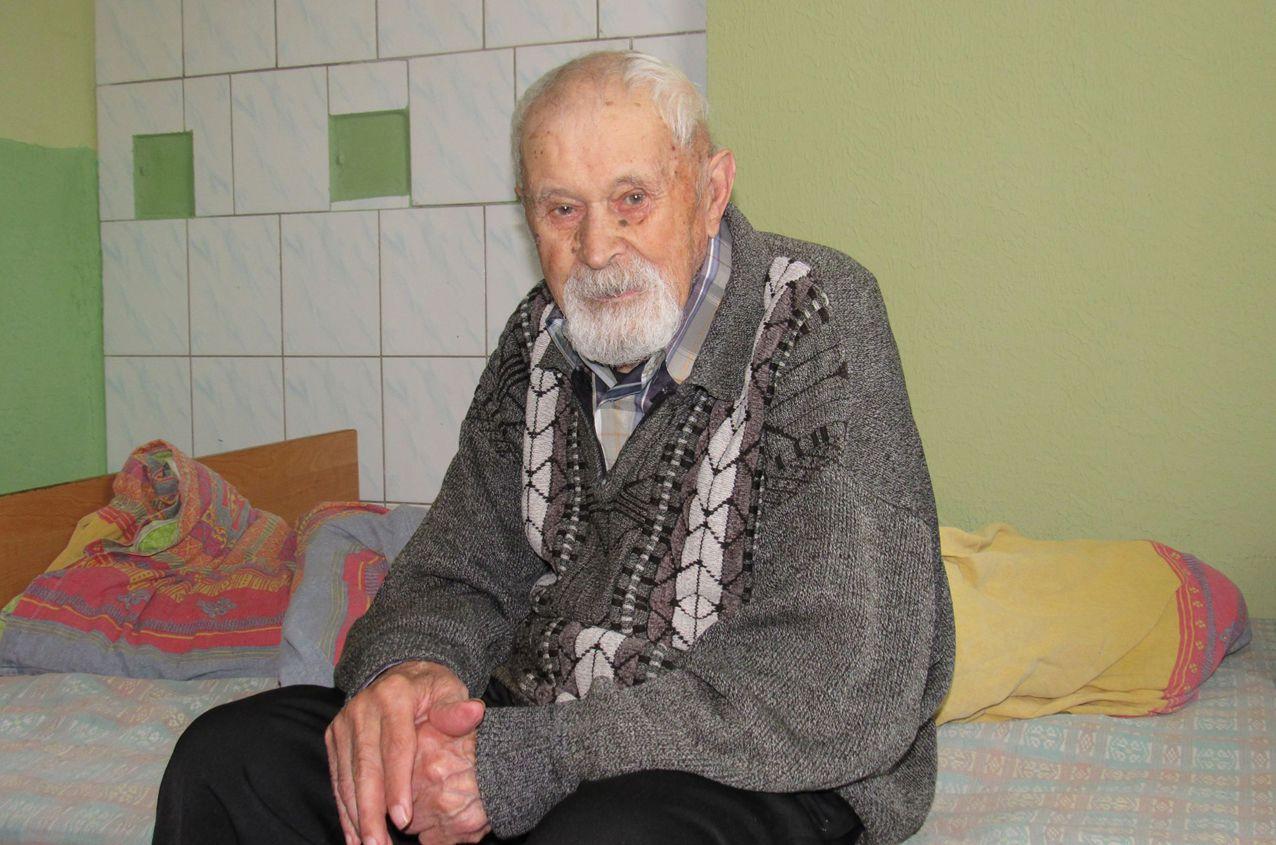 В Ривненской области поздравили долгожителя