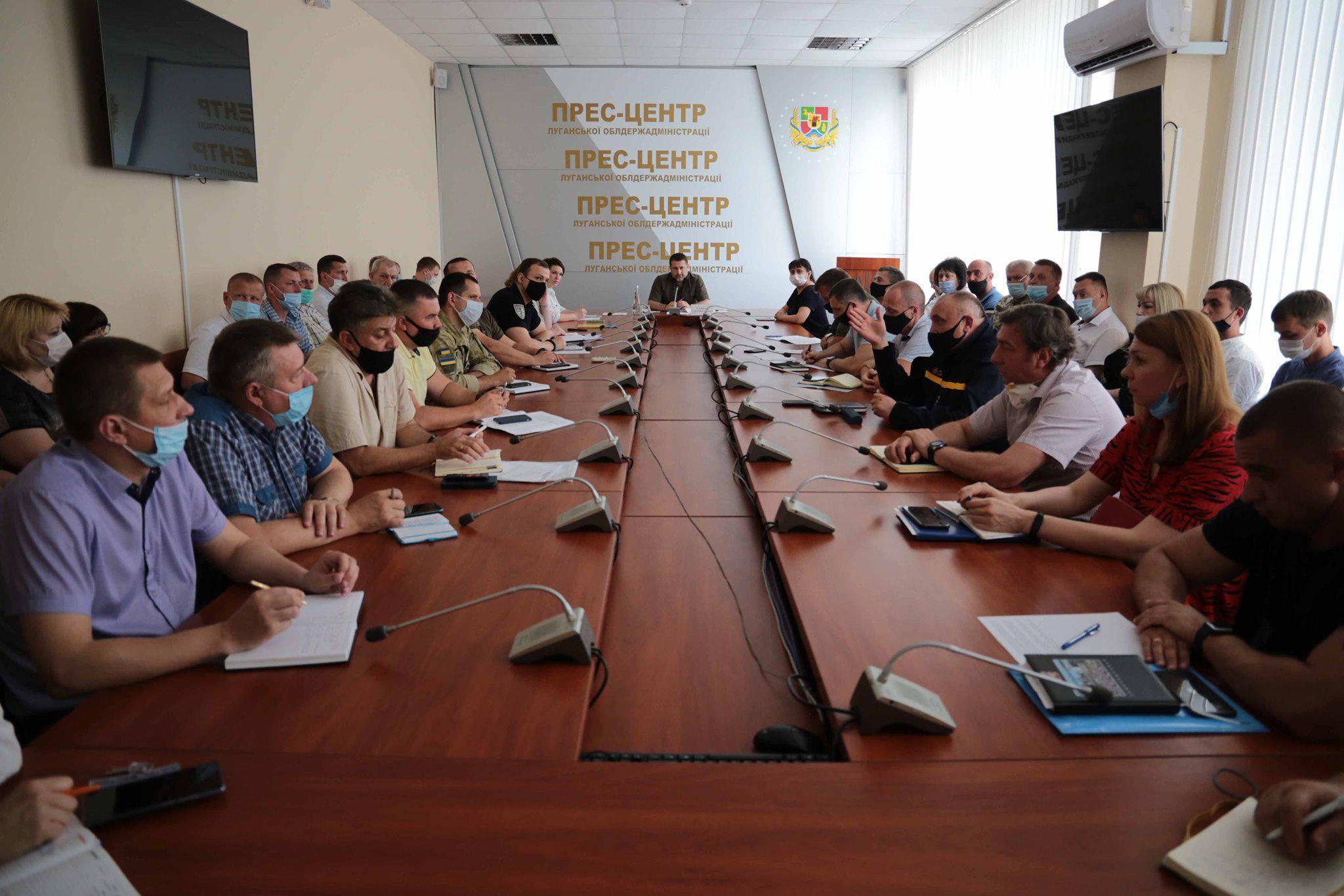 Всем, кто утратил жилье во время пожара в Новоайдарском районе, будет выделено по 300 тысяч гривен