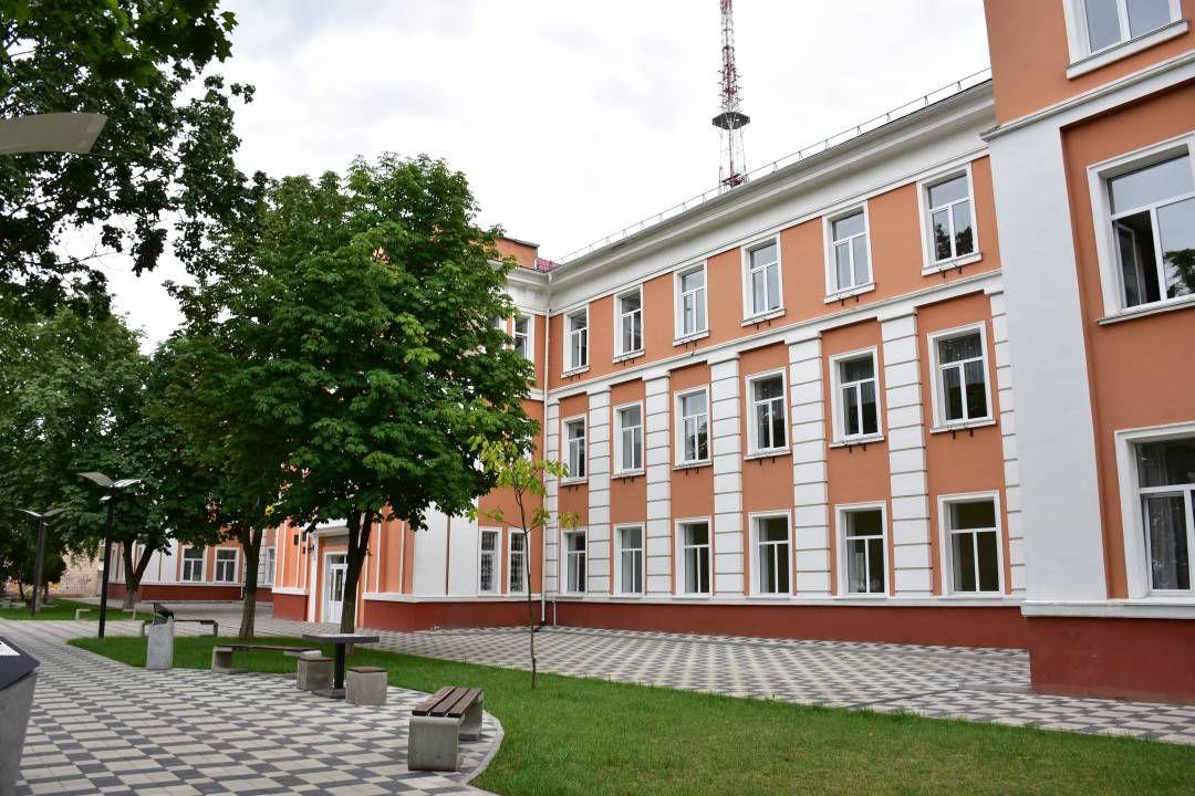 У Чернігові престижна школа стала теплішою