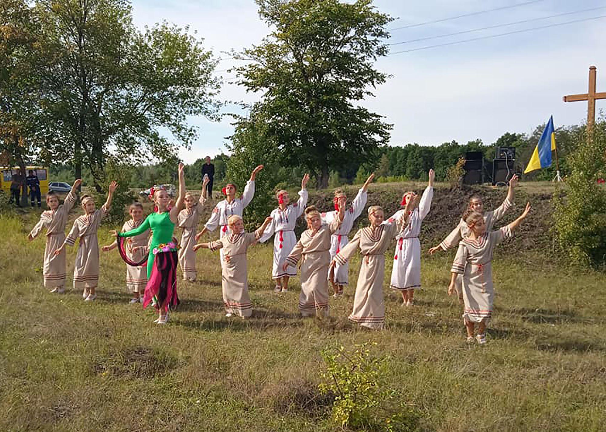 Житомирщина: На полі кривавої битви освятили хрест