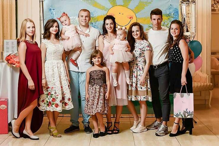 Немов у казці: один синок і сім донечок