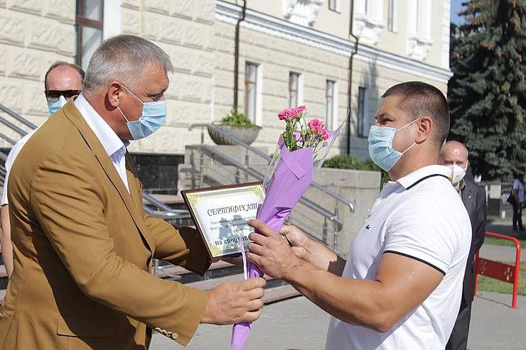 На Хмельнитчине чествовали чемпионов  и поддержали спортивные базы