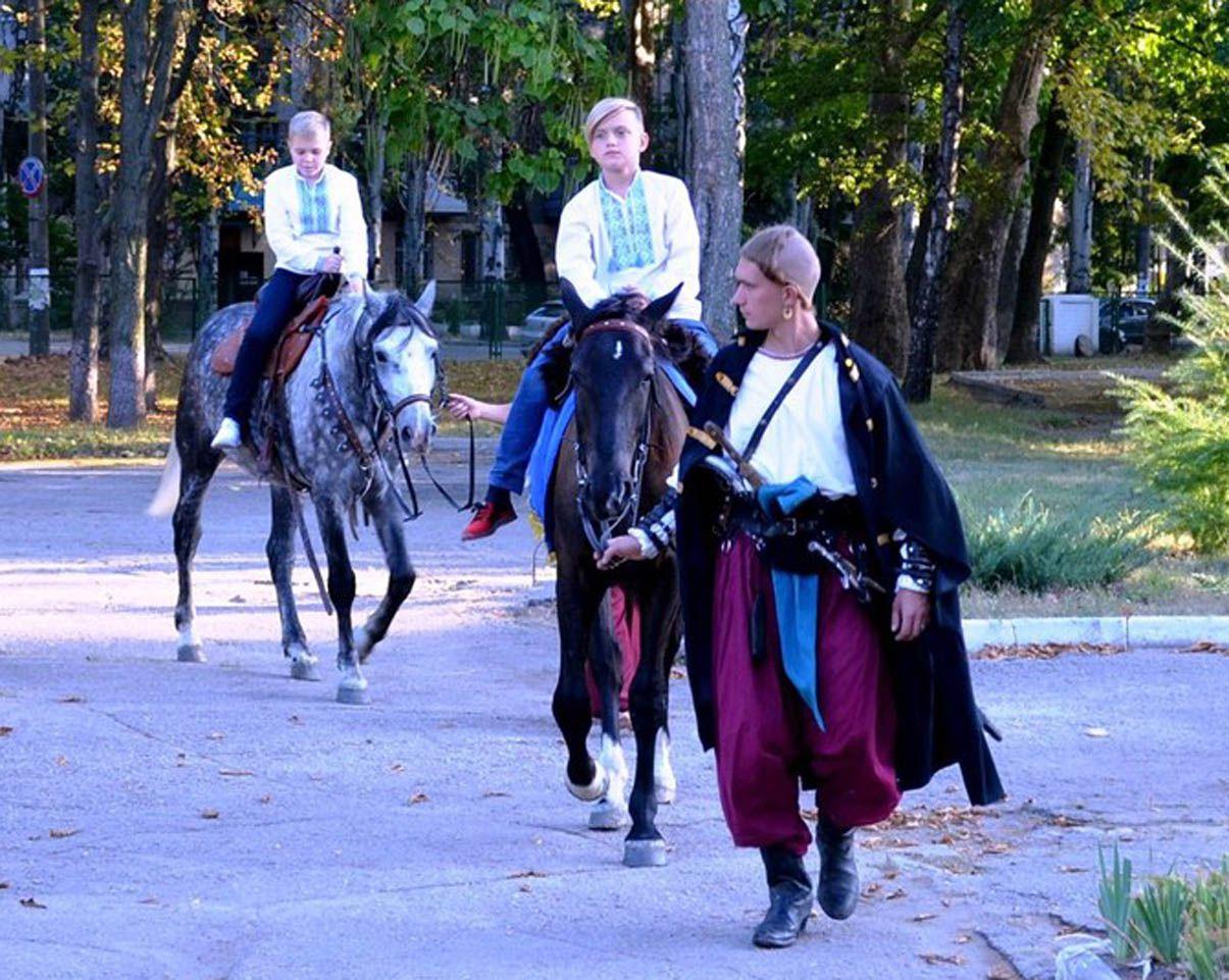 Запоріжжя: Хлопець на коні — уже  не дитина, а рівноправний  член козацького братства