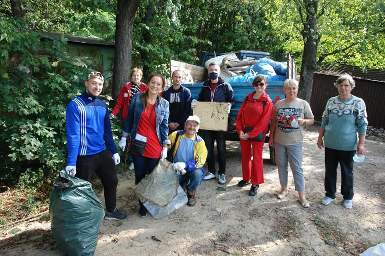 Киев: С летописной горы Щекавица  вывезли четыре кубометра мусора