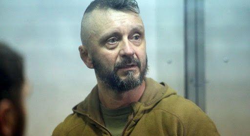 Суд оставил Антоненко под арестом