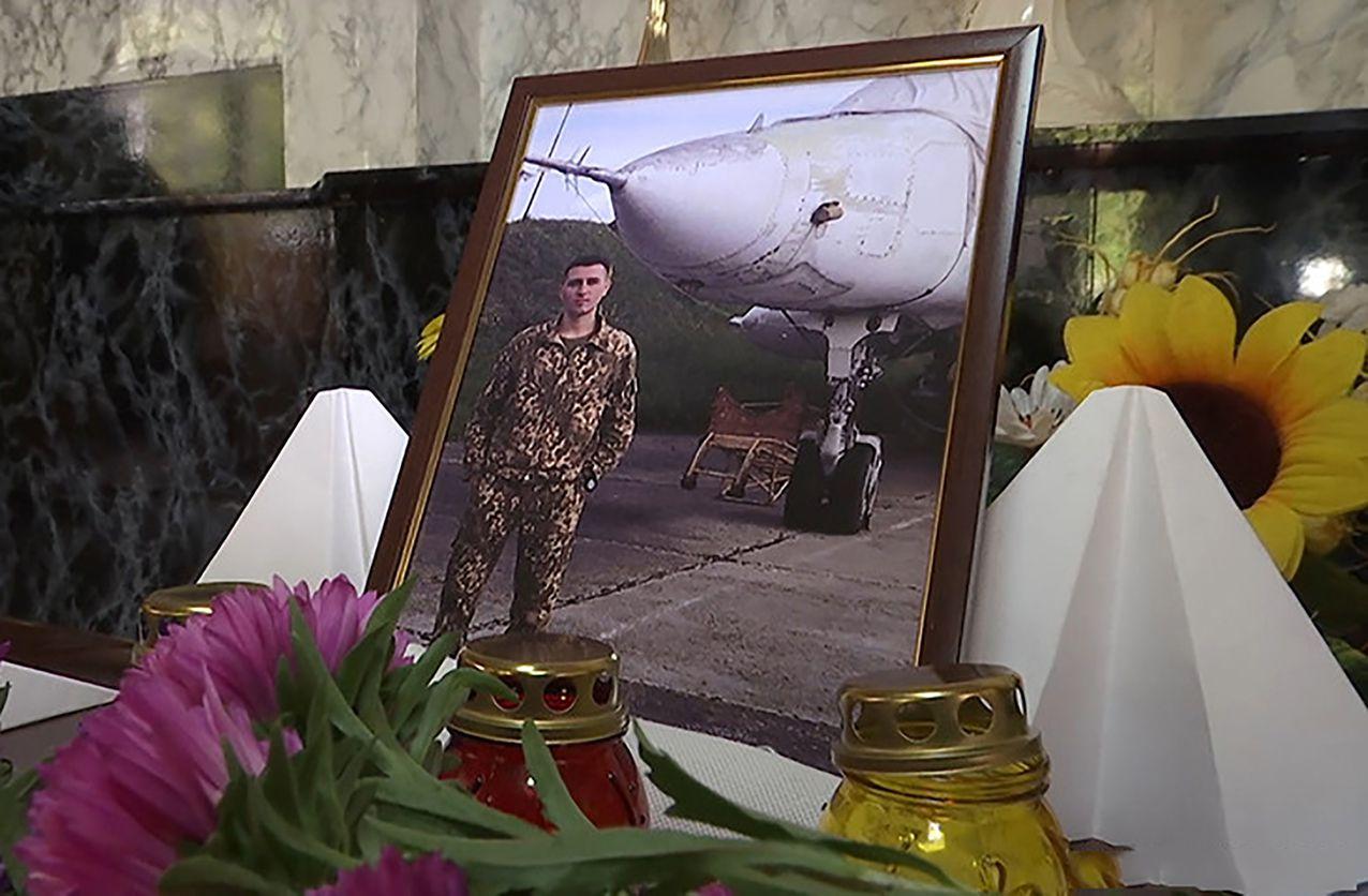 На Житомирщині вшанували пам'ять випускника гімназії, якого забрало небо…