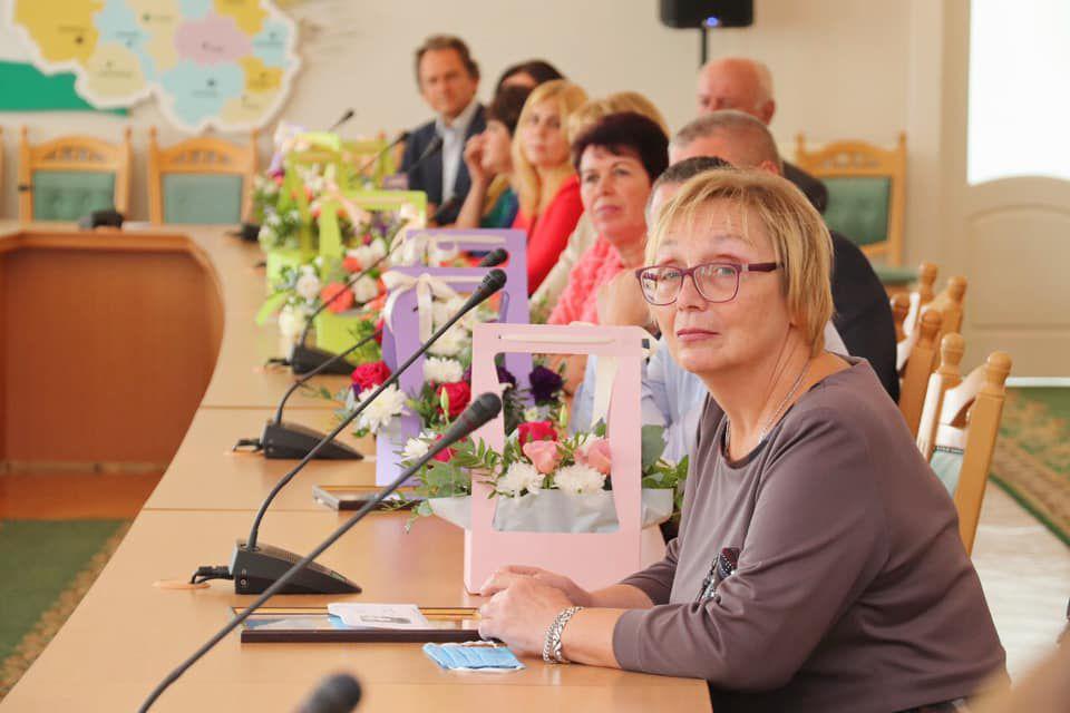 Черниговщина: Вручили награды учителям