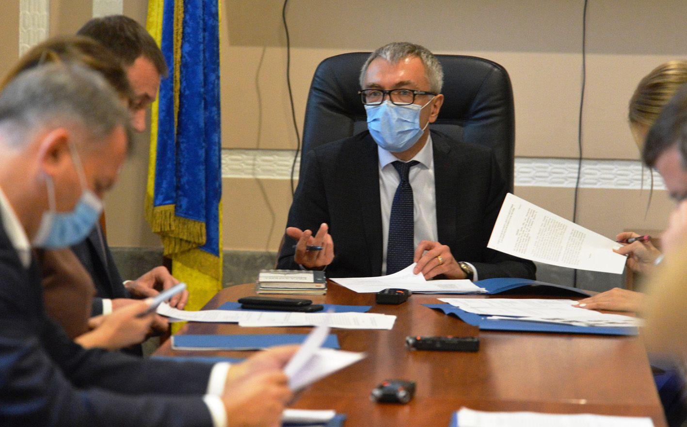 Сергей Кальченко во время заседания комитета