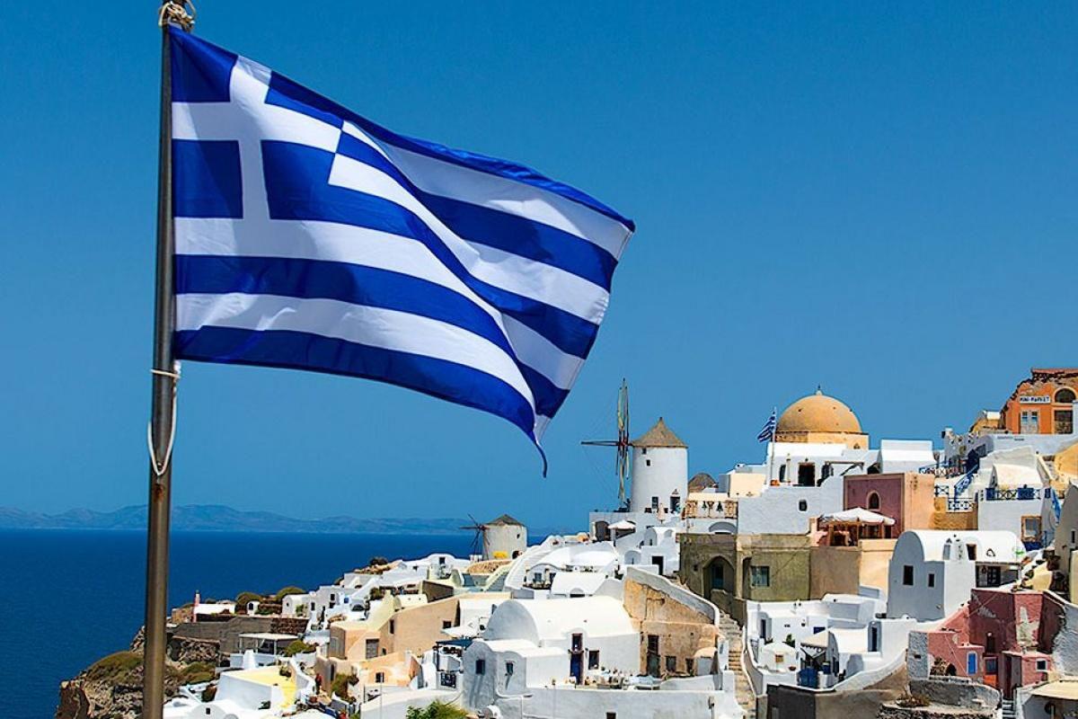 Греція: До середини жовтня наступ COVID-19 треба зупинити
