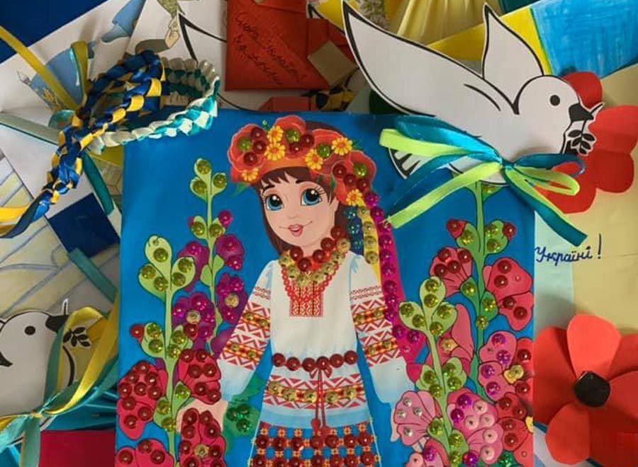 Київ: Листи, малюнки, обереги, смаколики — на передову