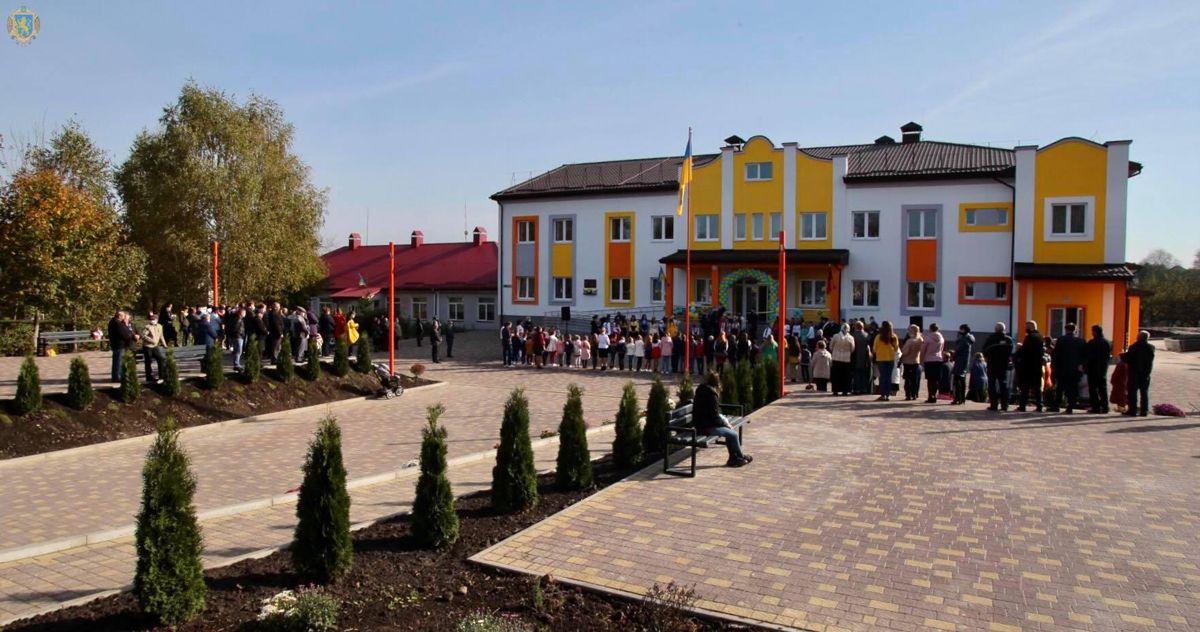 Львовщина: Новую школу успели сдать до морозов