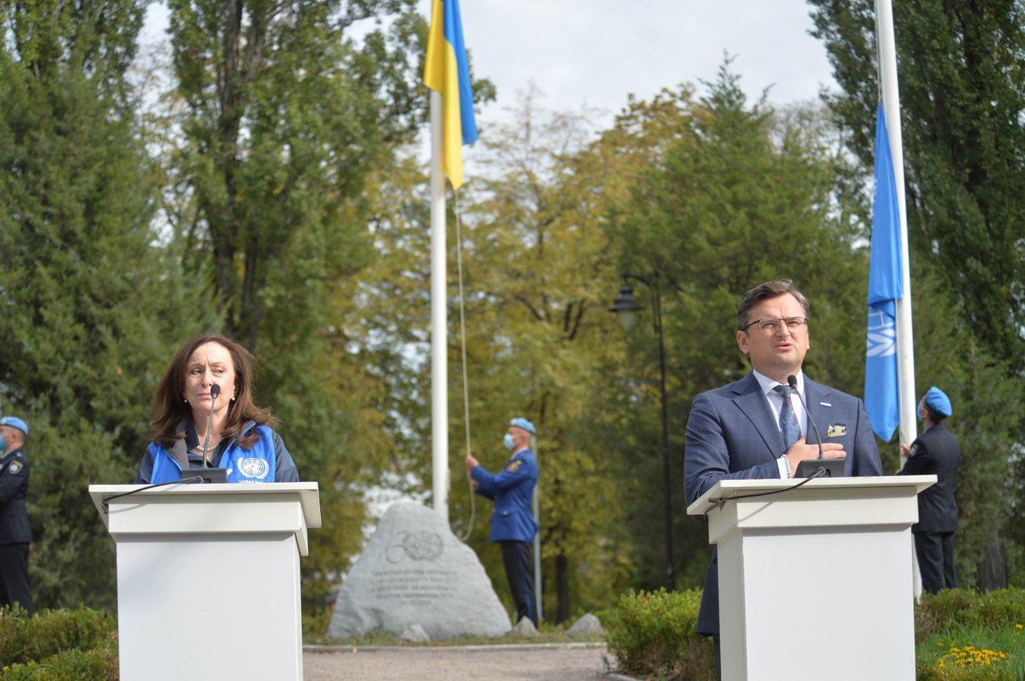 В Наводницком парке состоялась торжественная церемония поднятия флага ООН