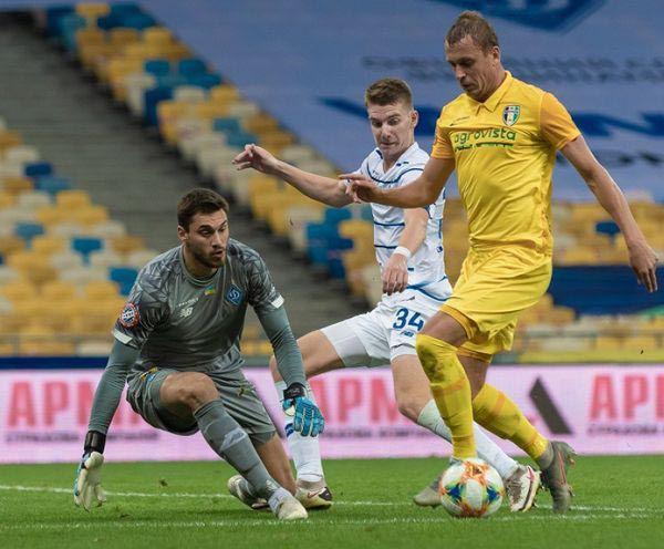 Футбол: «Динамо» вийшло в одноосібні лідери