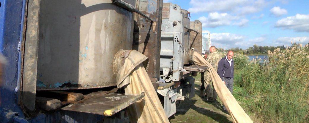 Херсонщина: Армія «чистильників» у річці