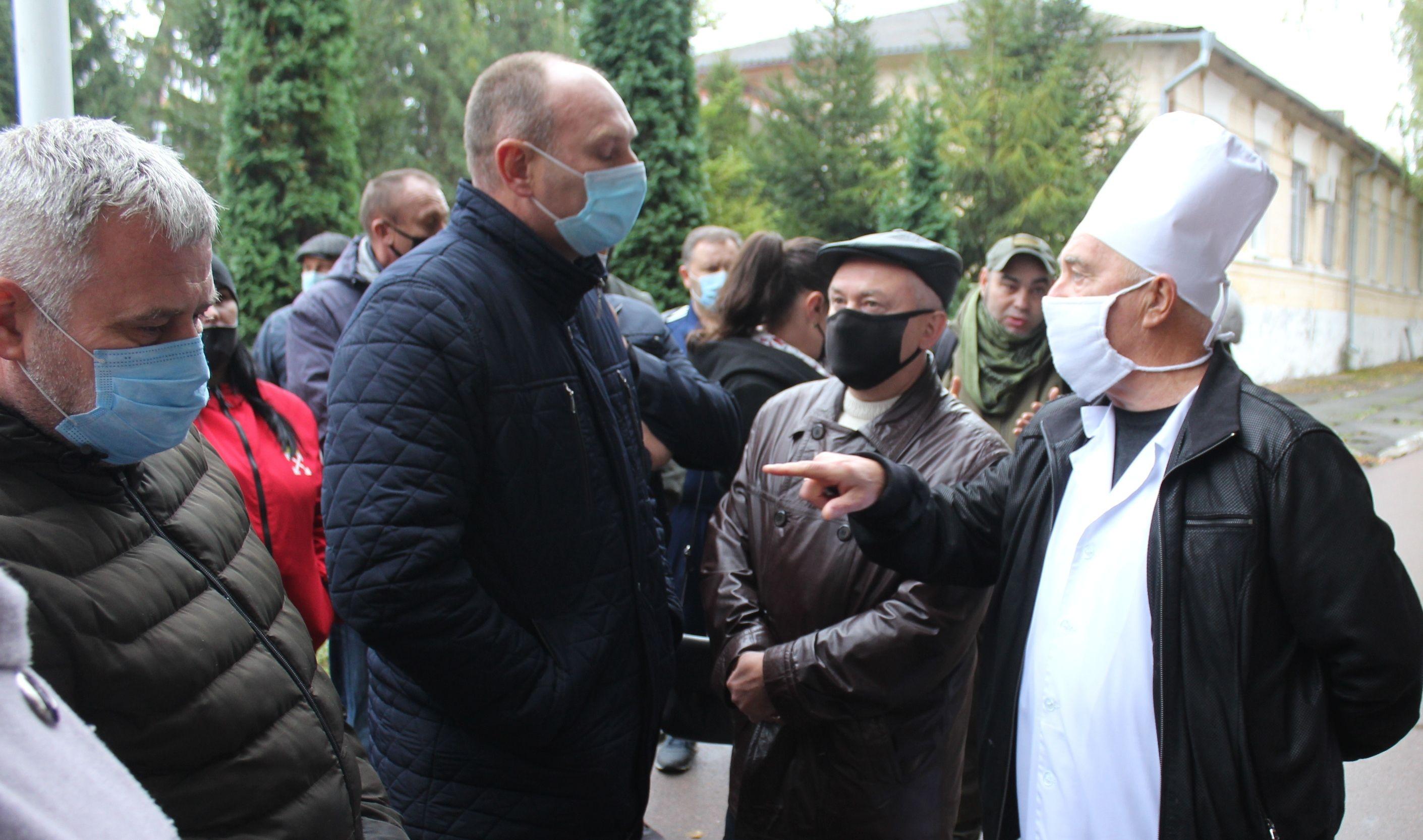 Винница: Участники АТО/ООС пришли  под стены госпиталя