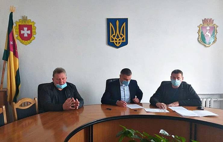 Сарненский районный совет «разделился» на два блока: оба обратились к правоохранителям