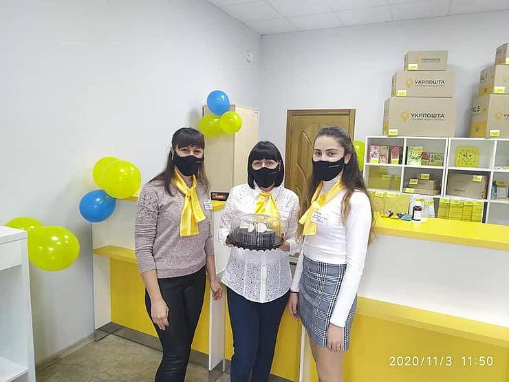 Полтава: Торт для поштовиків підсолодить будні їхніх клієнтів
