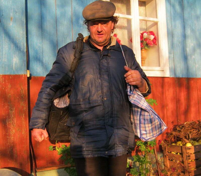 С газетами — через горы Почтальоны в Карпатах преодолевают десятки километров пешком