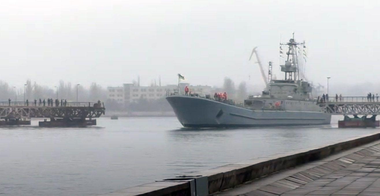 Миколаїв: Мости розвели, щоб пропустити корабель