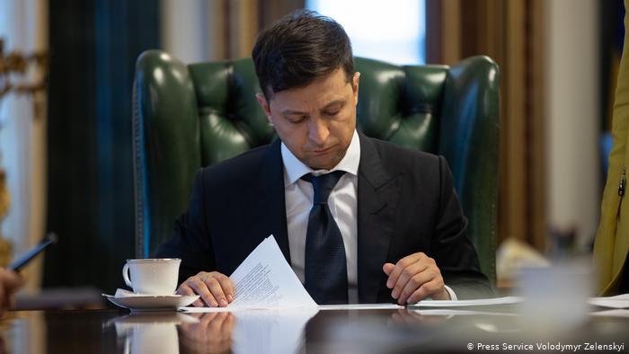 Про внесення змін до деяких законодавчих актів України щодо встановлення відповідальності за декларування недостовірної інформації та неподання суб'єктом декларування декларації особи, уповноваженої на виконання функцій держави або місцевого самоврядування