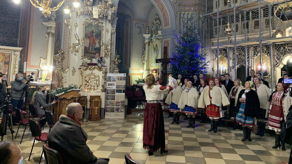 Ужгород: Концерт в храме и колядки в автобусах