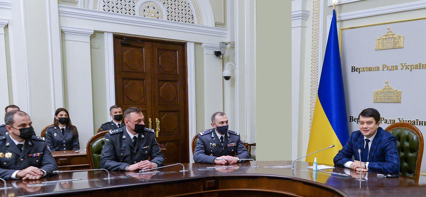 Дмитрий Разумков вручил знаки отличия парламента сотрудникам Управления государственной охраны