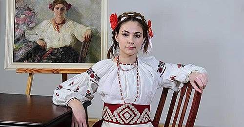 Чернигов: Скопировали модниц прошлых веков