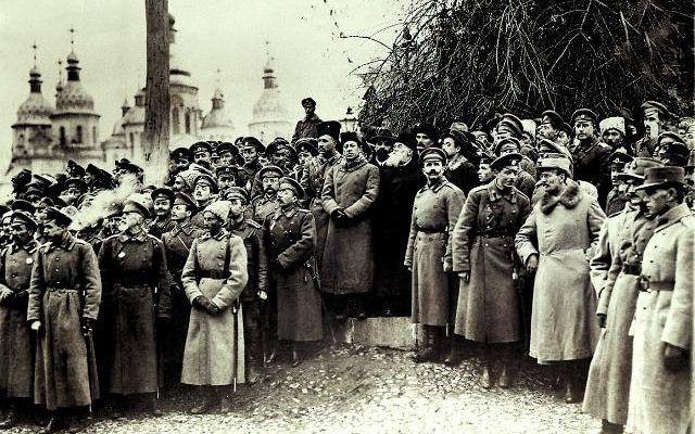 Як більшовики перелицьовувалися на український манір
