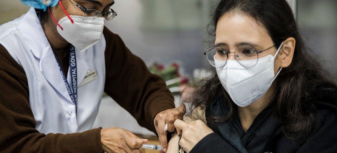 В Индии стартовала самая масштабная кампания по вакцинации против COVID-19