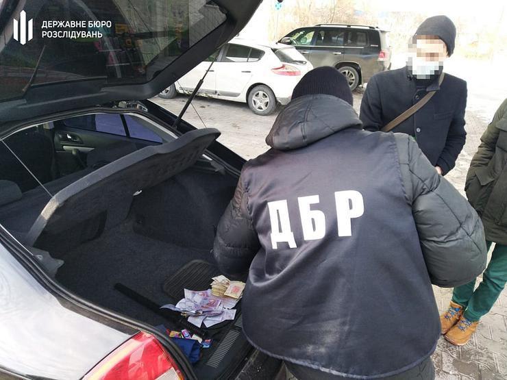 Дніпропетровщина: Поліцейський займався рекетом