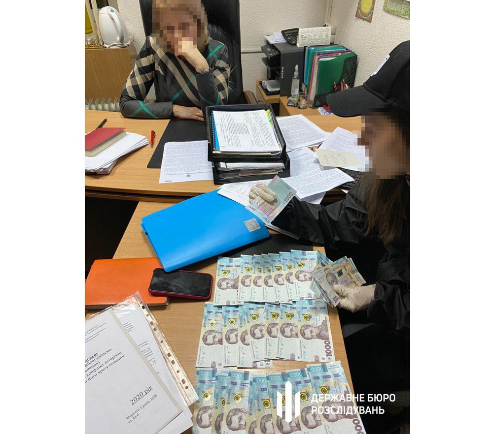 Полтава: Начальниця управління оподаткування погоріла на хабарі