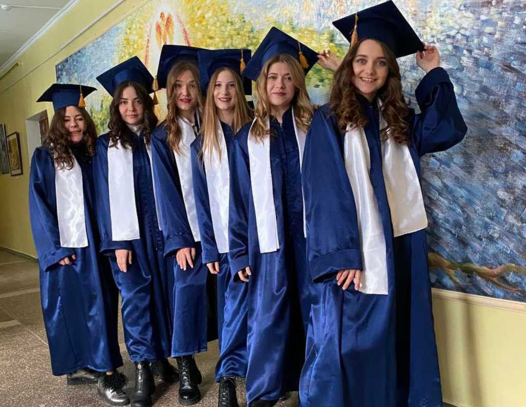 Хмельниччина: Педагогам вручили дипломи магістрів