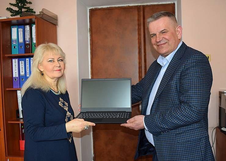 Народний депутат подарував  оргтехніку «Ветеранському простору»