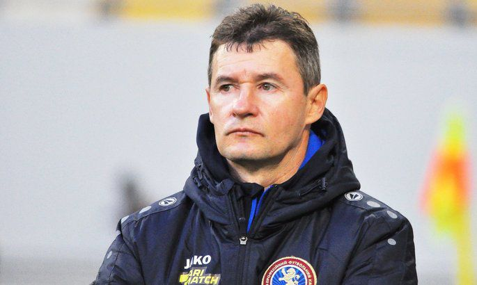 Футбол: Аутсайдер уволил тренера