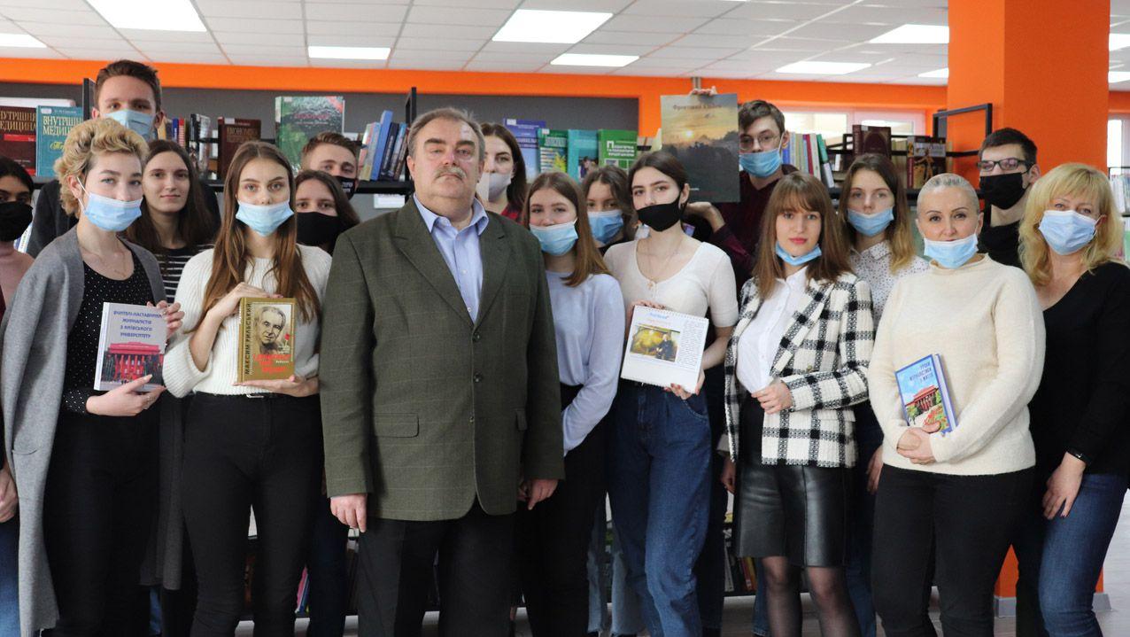 Будущим журналистам —  подарок от «Голоса Украины»