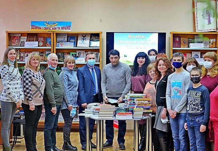 Книги от благотворителей пополнили библиотеку на Сумщине