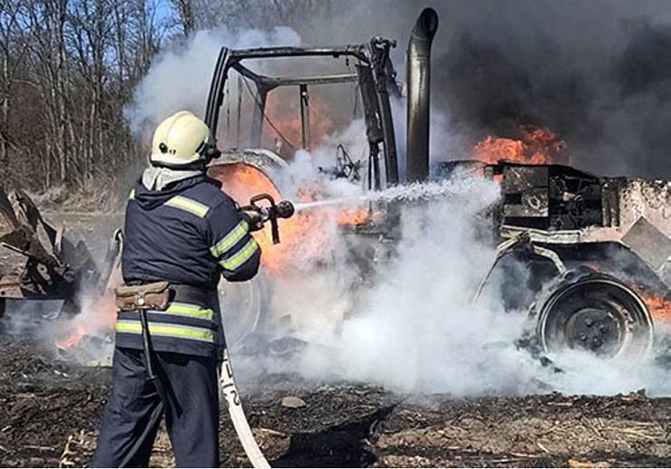 Так «горячо», что трактор  вспыхнул