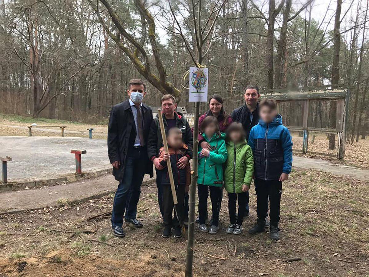 Житомир: Братики із сестричкою знайшли тепло і затишок