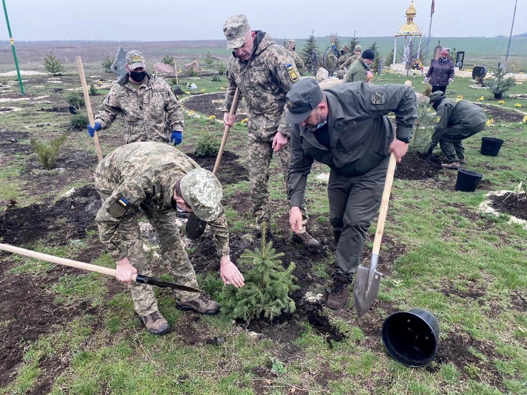 Донеччина: Дерева нагадають про загиблих