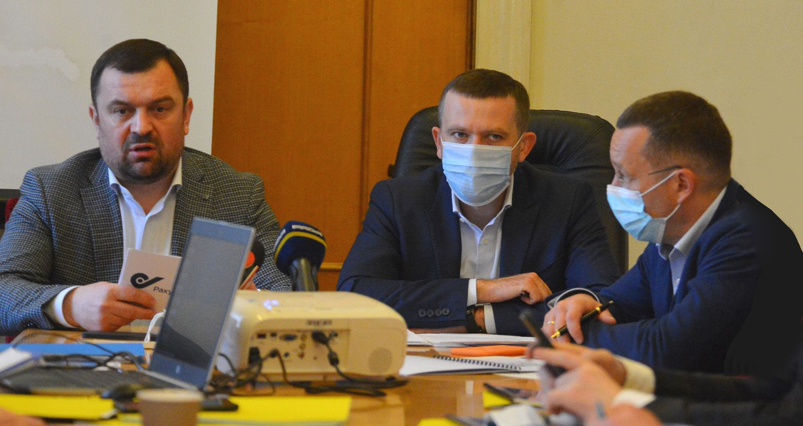 Председатель Счетной палаты Украины Валерий Пацкан, председатель комиссии Иван Крулько, заместитель Евгений Петруняк