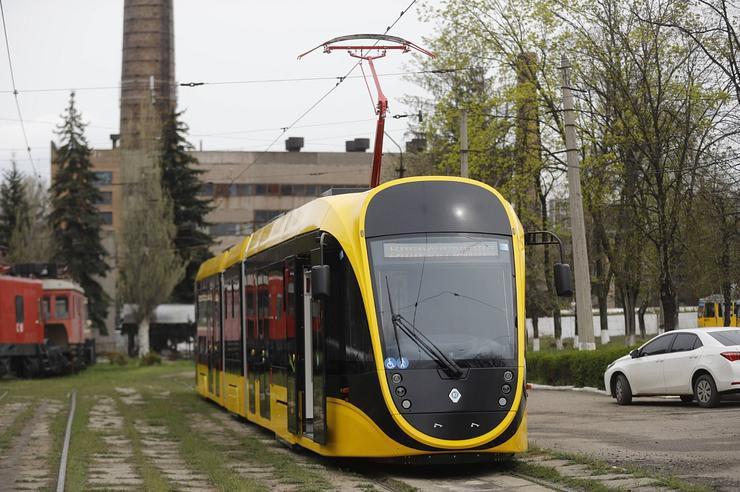 В Днепре проходит испытания отечественный трамвай