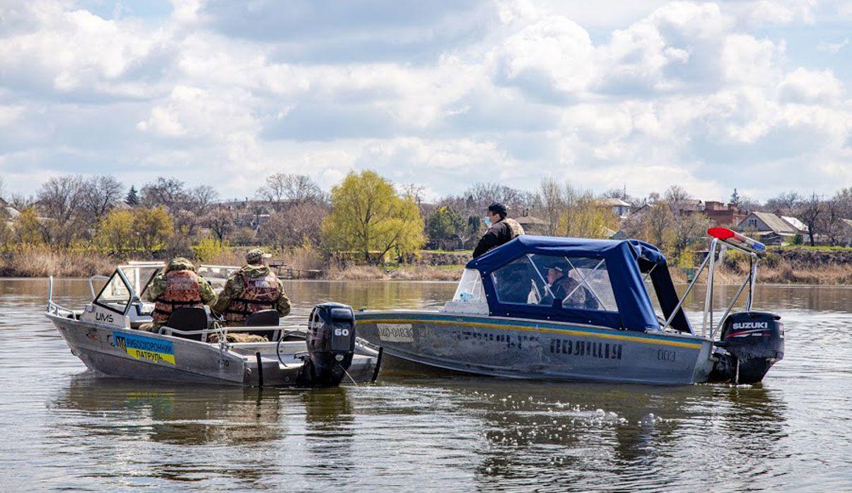 Дніпропетровщина: Браконьєри ловлять рибу, контролери — браконьєрів
