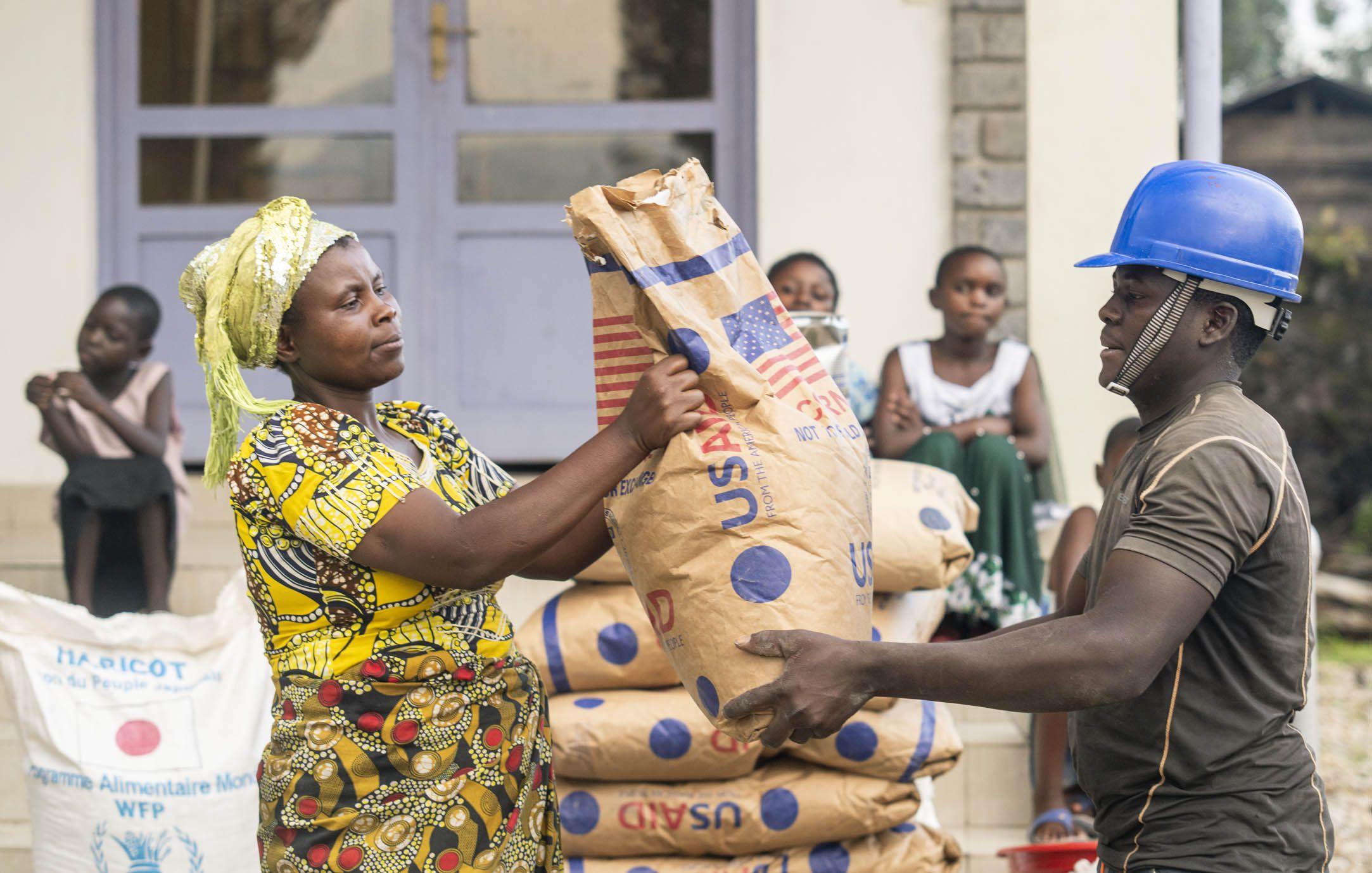 После извержения вулкана тысячи жителей провинции Киву остались без крыши над головой