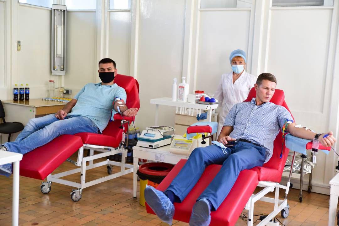 Депутаты Черниговского горсовета — доноры