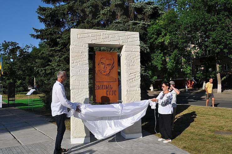 В Краматорске открыли памятник Василию Стусу