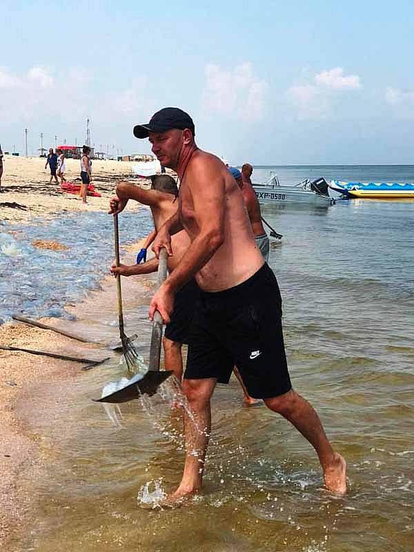 Херсонщина: Море вилами процеживают