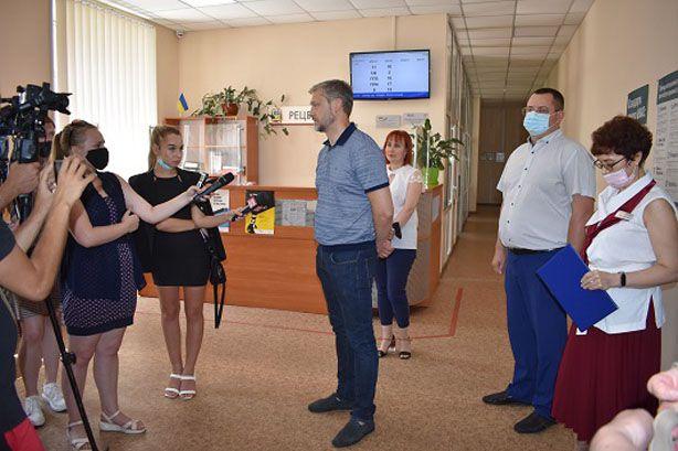 Луганщина: І права поміняти, і залізного коня зареєструвати