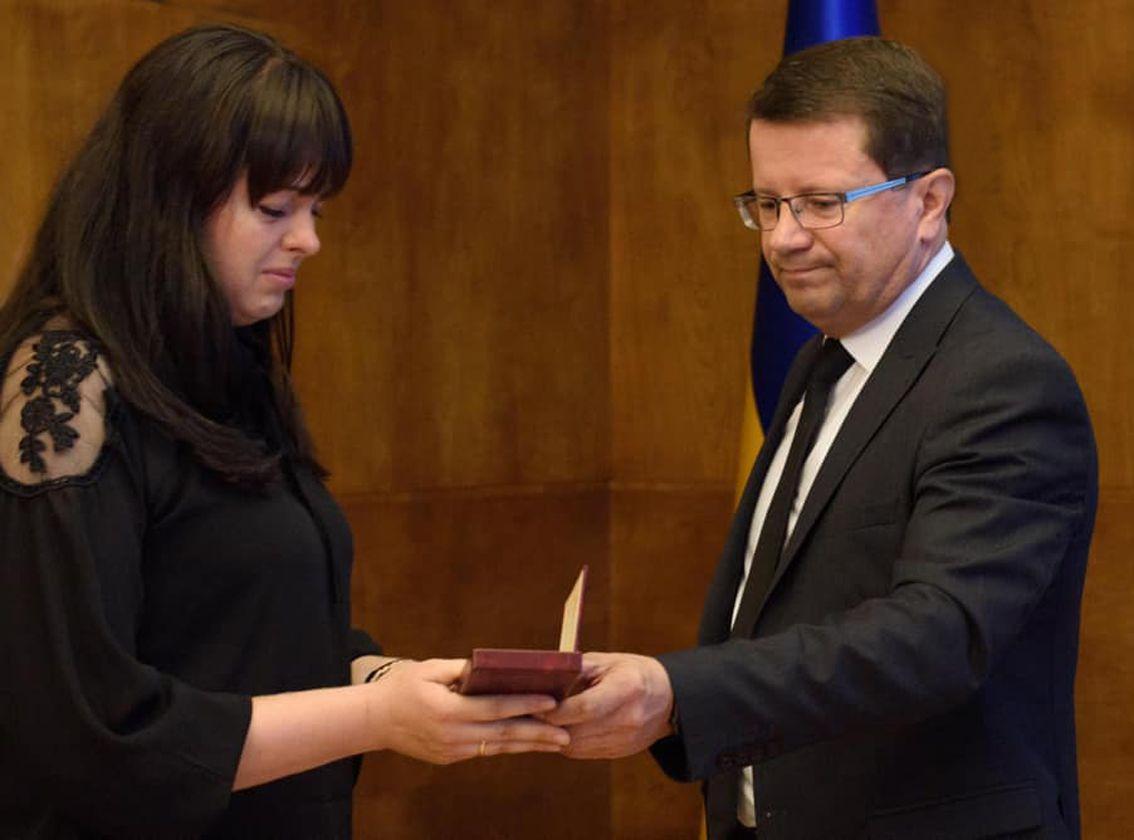 Орден Богдана Хмельницкого —  жене погибшего героя