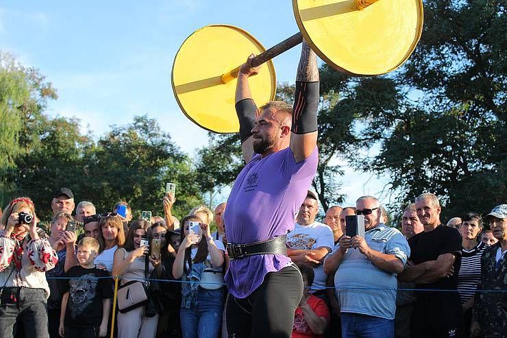 Черниговщина: На фестиваль съехались силачи