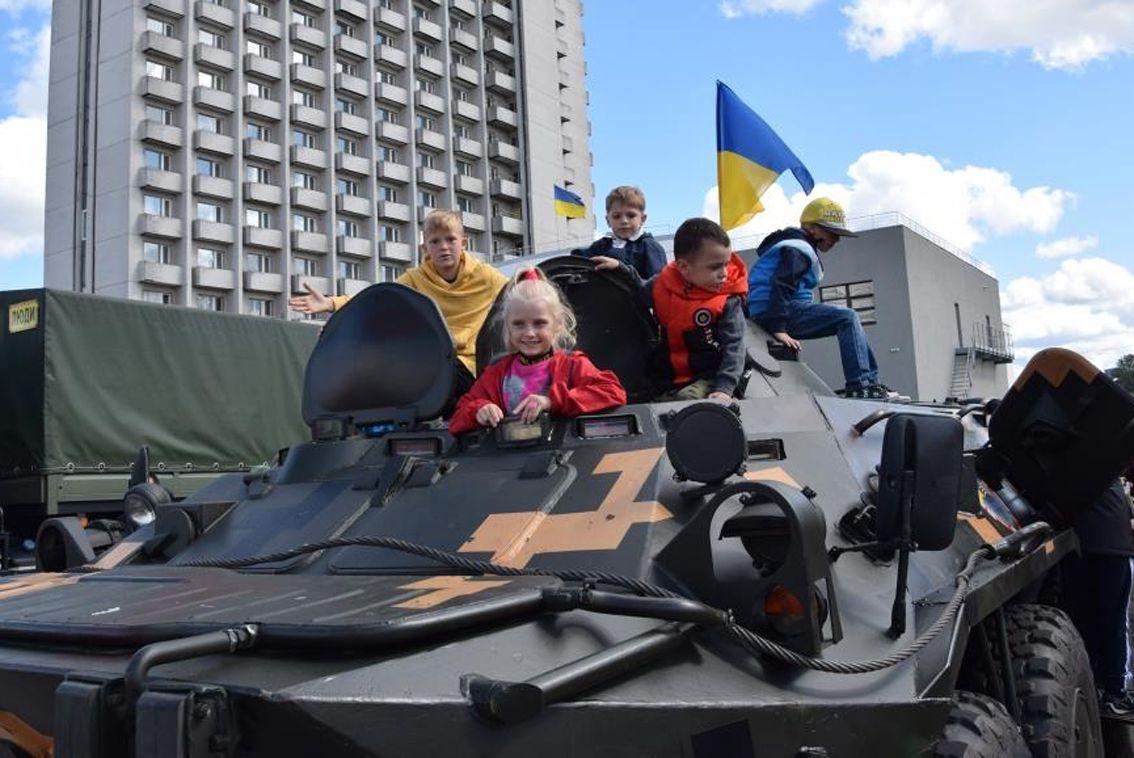Суми: Вулицями їхали броньовані машини